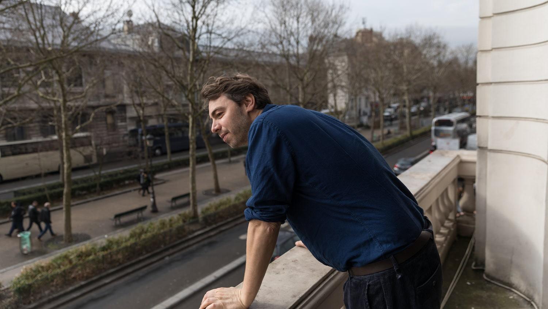 Julien - Unternehmer, der sich auf die Renovierung von Kulturimmobilien spezialisiert hat.
